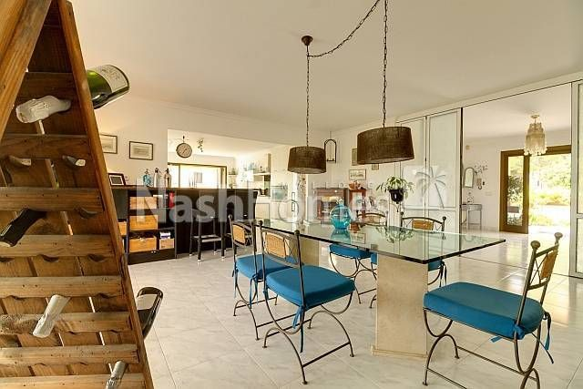 dining_area_to_kitchen.JPG