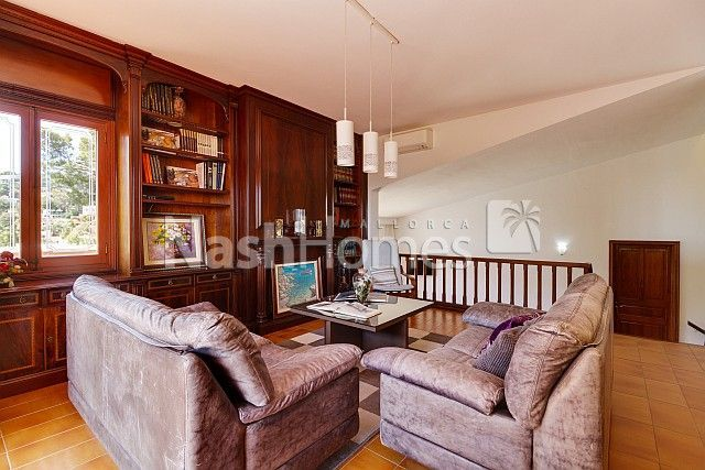 living_room_upper_(3).jpg