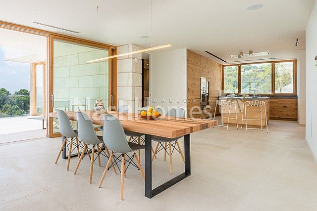 dining_area_and_kitchen.jpg