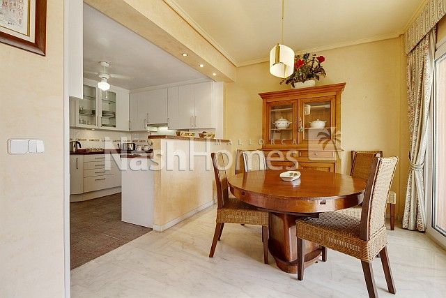 kitchen,_dining_area.jpg