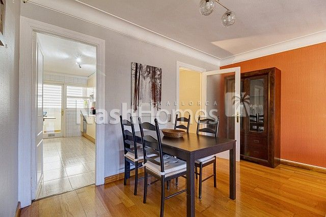 living-dining_room,_leading_to_kitchen.jpg