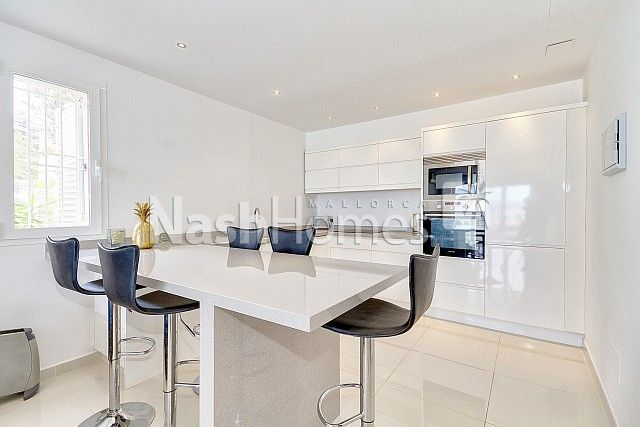 kitchen_and_dining_area_(2).jpg