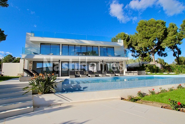 exterior_with_pool_(4).jpg
