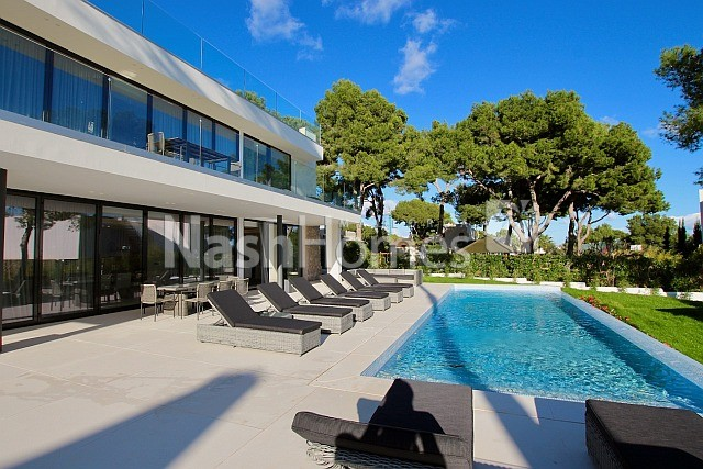 exterior_with_pool_(5).jpg