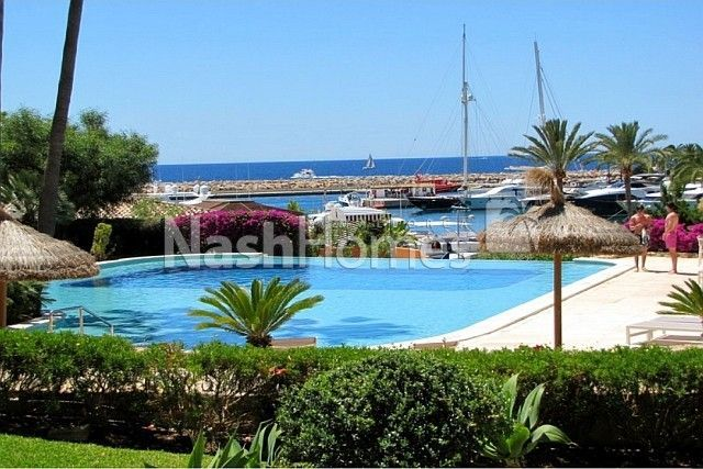 Voramar,_exterior_and_pool_(2).jpg
