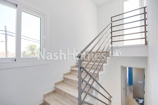 stairs_to_roof_top.jpg