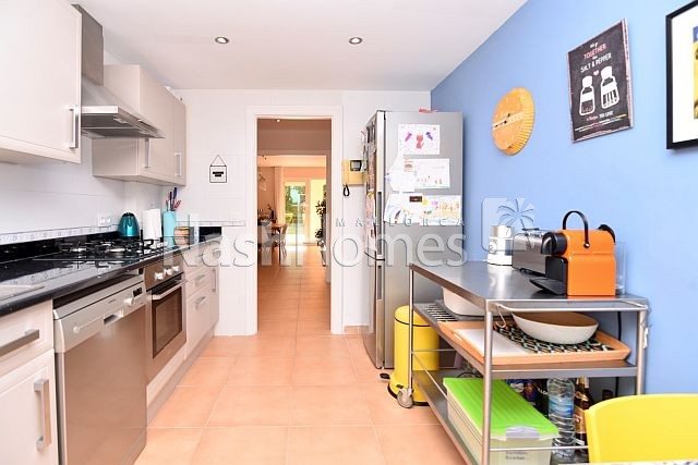 kitchen,_breakfast_area._.jpg